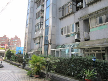 東湖國小公園旁1+2樓樓中樓4大房+車位 中信房屋楊家甄