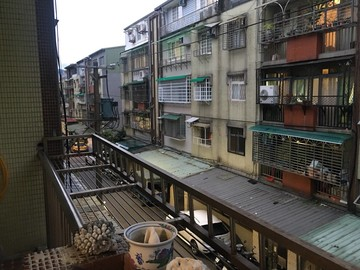 秀山芳鄰公寓三樓