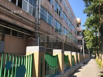 行政中心商三公寓
