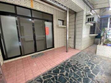 秀山大庭院+車位一樓~住商~楊孫典